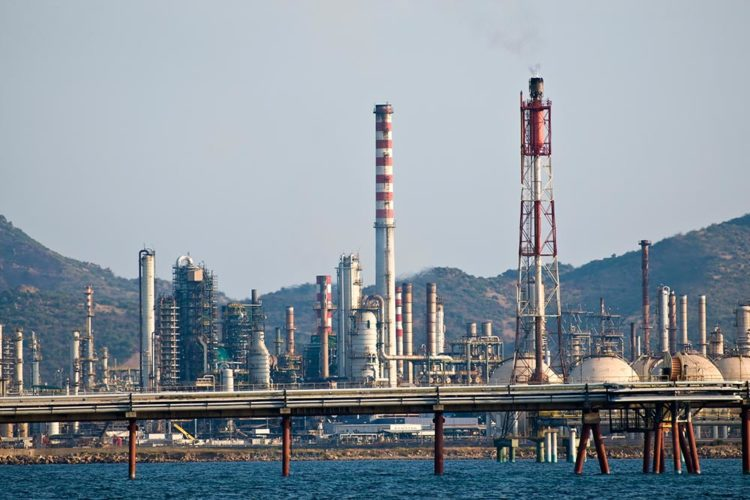 Saras refinery accused of doing business with ISIS