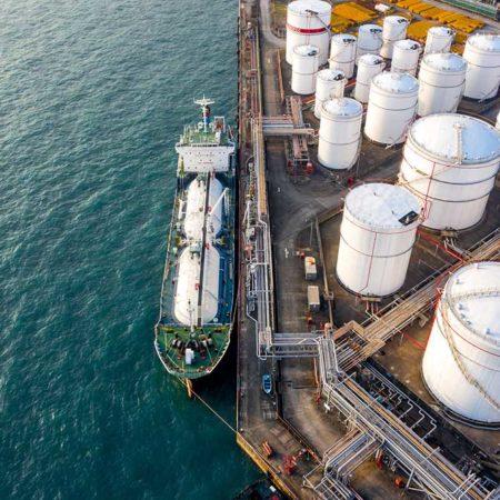 Venezuelan oil tanker in the Caribbean Sea to split its contents?
