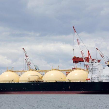 Allseas removes gas platforms in UK